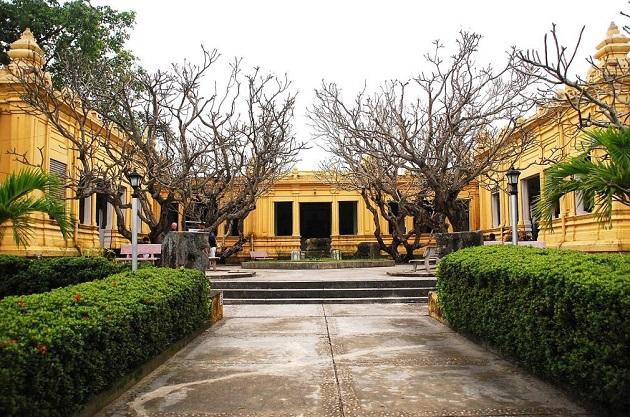 Bảo tàng điêu khắc Chăm (sau đuôi cầu Rồng)-Đà Nẵng