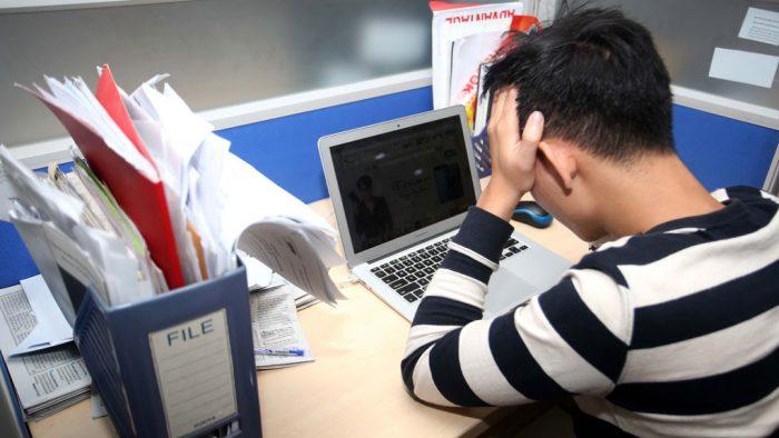 Tại các công ty, chúng ta dễ dàng bắt gặp tình trạng nhân viên chán việc (hình minh họa)